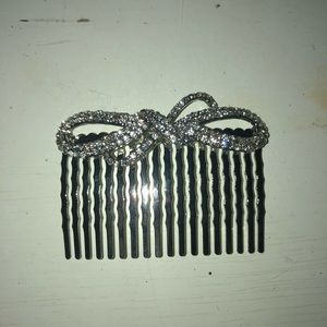 Accessories - BRAND NEW gold hair clip